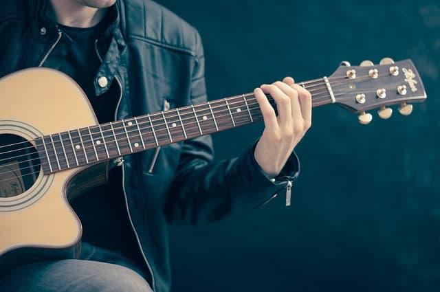 המרכז לגיטרות של אבי גיל
