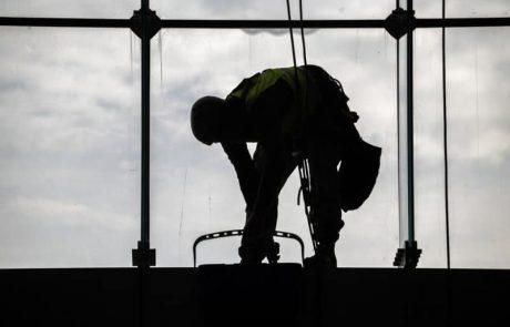 ניקוי חלונות בגובה בשיטת אוסמוזה הפוכה