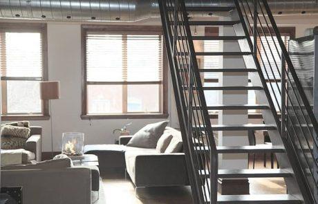 מדרגות ומעקות מעקות עץ יתרונות