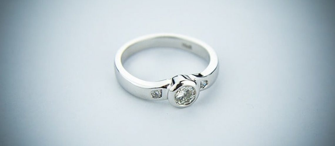 engagement-ring-2093824_640