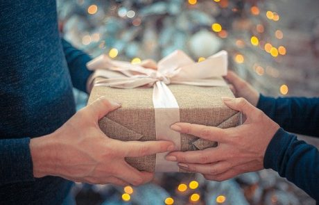 מחפשים מתנה לאישה? כך תבחרו