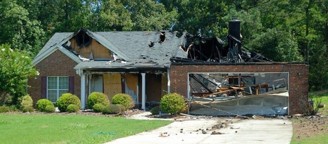 נזקי שריפה בדירה