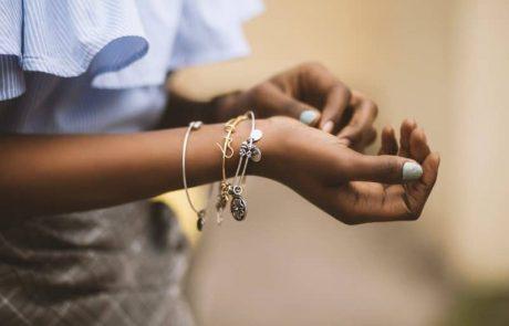 איך לבחור תכשיטים שיתאימו לכם.