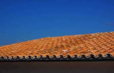 הכנה לחורף: תיקון ואיטום גגות רעפים