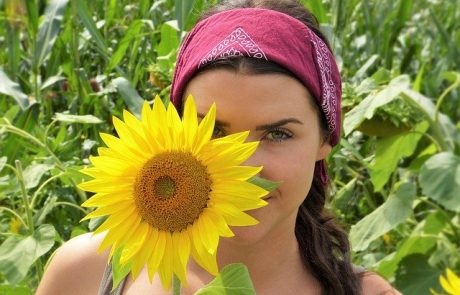 איך כדאי לטפח את עור הפנים במזג האוויר הישראלי?
