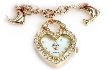 """תכשיטים יפים קונים בכפר חב""""ד"""
