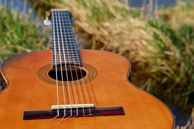 איך בוחרים נגן גיטרה ספרדית