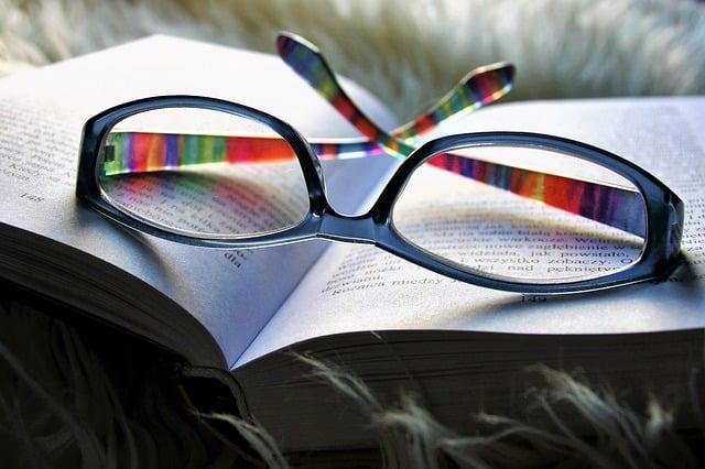 4  טיפים לרכישת משקפי קריאה ראשונות