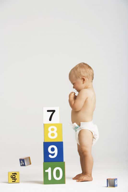 האם יש חשיבות באילו נעליים לבחור כנעלי צעד ראשון לתינוק?