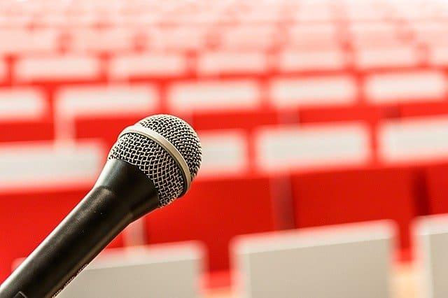 הופעות סטנדאפ – איך תרכשו כרטיסים להופעות סטנדאפ המצחיקות ביותר